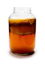 kombucha &quot;width =&quot; 150 &quot;height =&quot; 222 &quot;/&gt;</strong></li></ol><p>C&#39;est une boisson légèrement fermentée et légèrement riche en probiotiques. Nous vous recommandons de faire du thé Kombucha à la maison et d&#39;adopter les meilleurs avantages pour la santé de cette boisson. Les bactéries saines dans le thé Kombucha aident à combattre le candida, à faciliter la digestion et à gérer les ballonnements <sup> <a href=